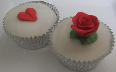 valentines day cupcake with heart and flower