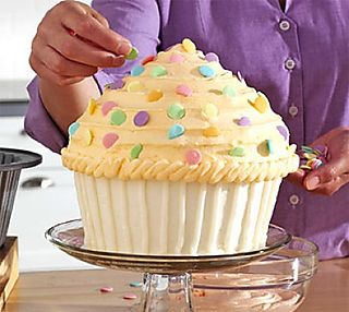 http://www.all-about-cupcakes.com/images/giant-cupcake-cake-02.jpg